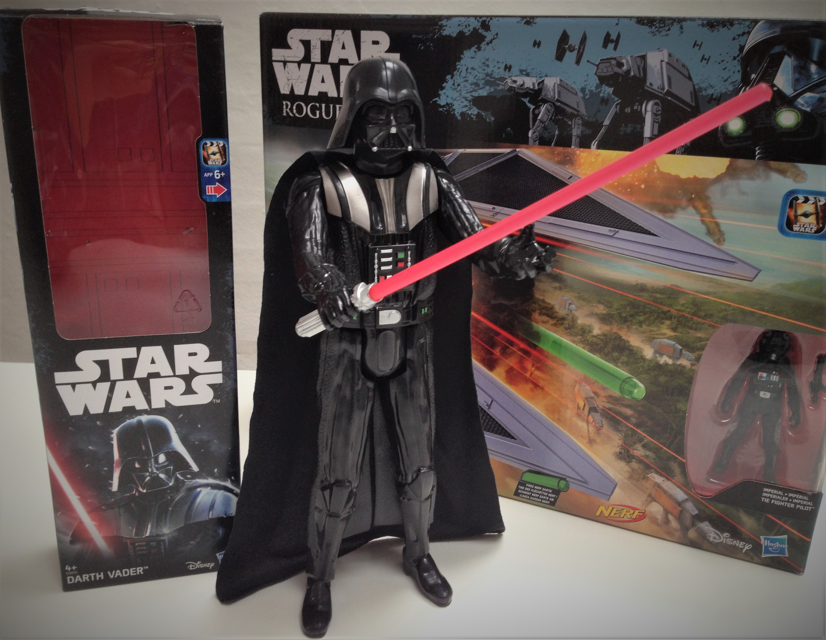 hasbro-fiktion-kultur-star-wars-rogue-one-a-star-wars-story-tie-striker-darth-vader-2