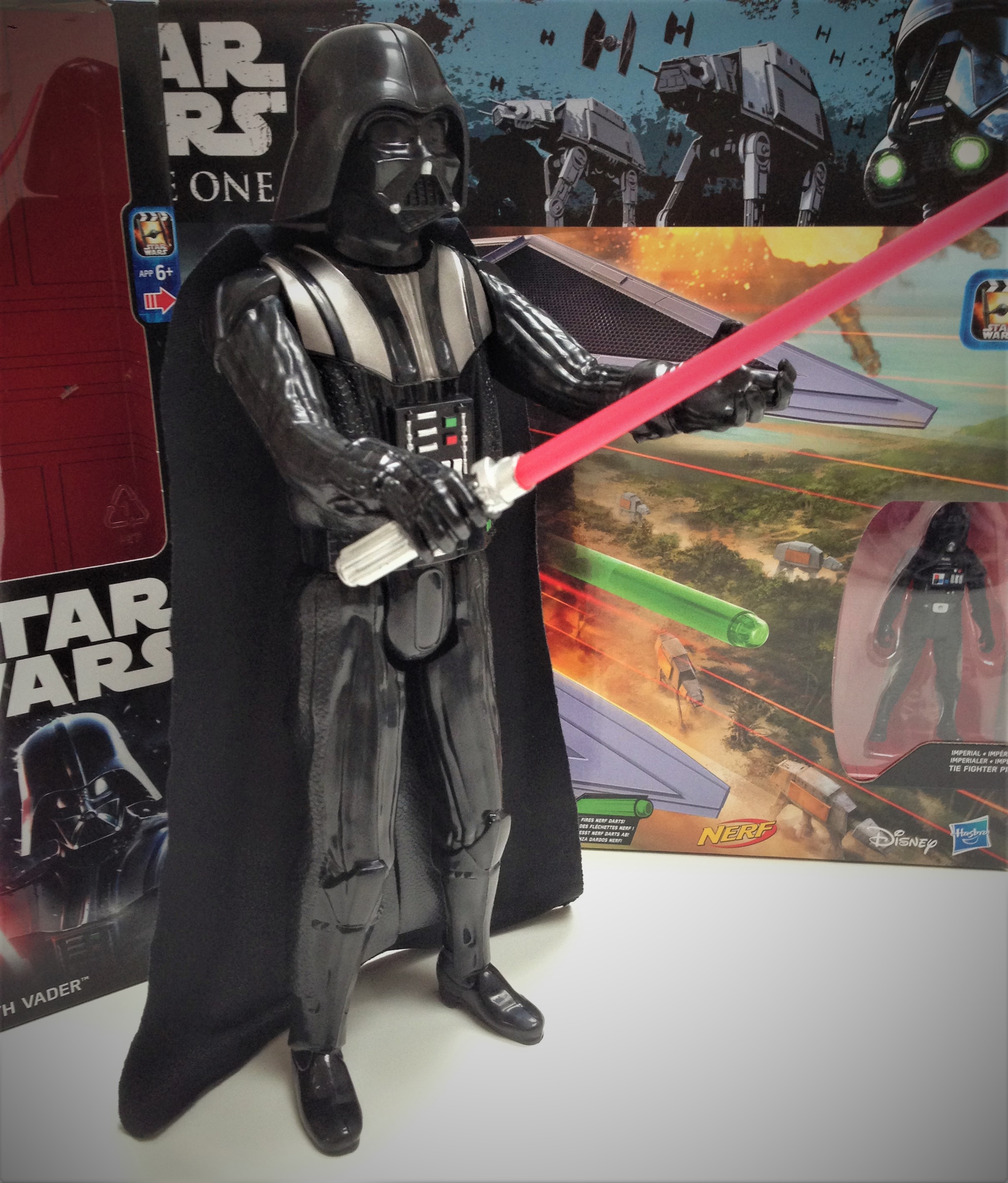 hasbro-fiktion-kultur-star-wars-rogue-one-a-star-wars-story-tie-striker-darth-vader-3