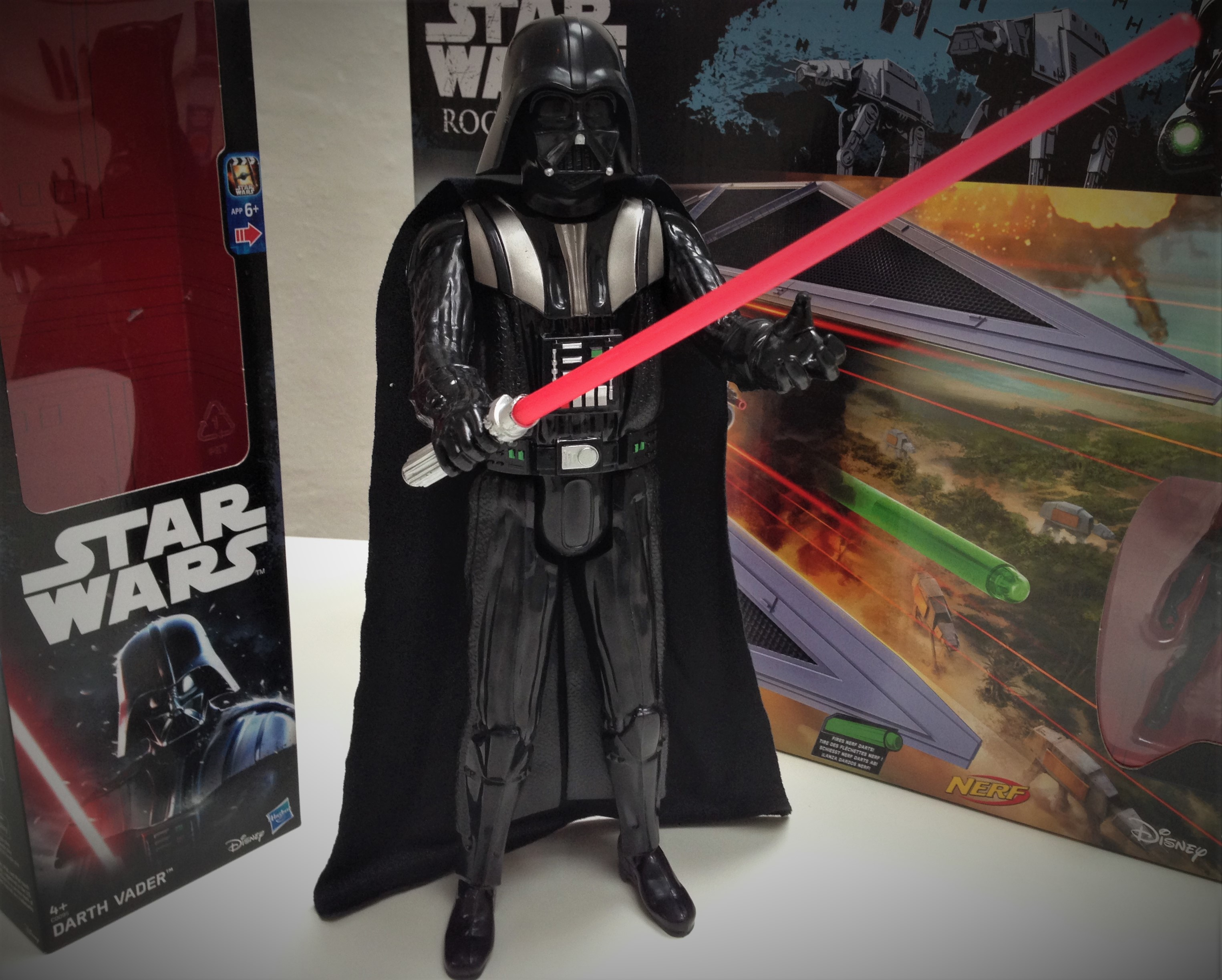 hasbro-fiktion-kultur-star-wars-rogue-one-a-star-wars-story-tie-striker-darth-vader-4