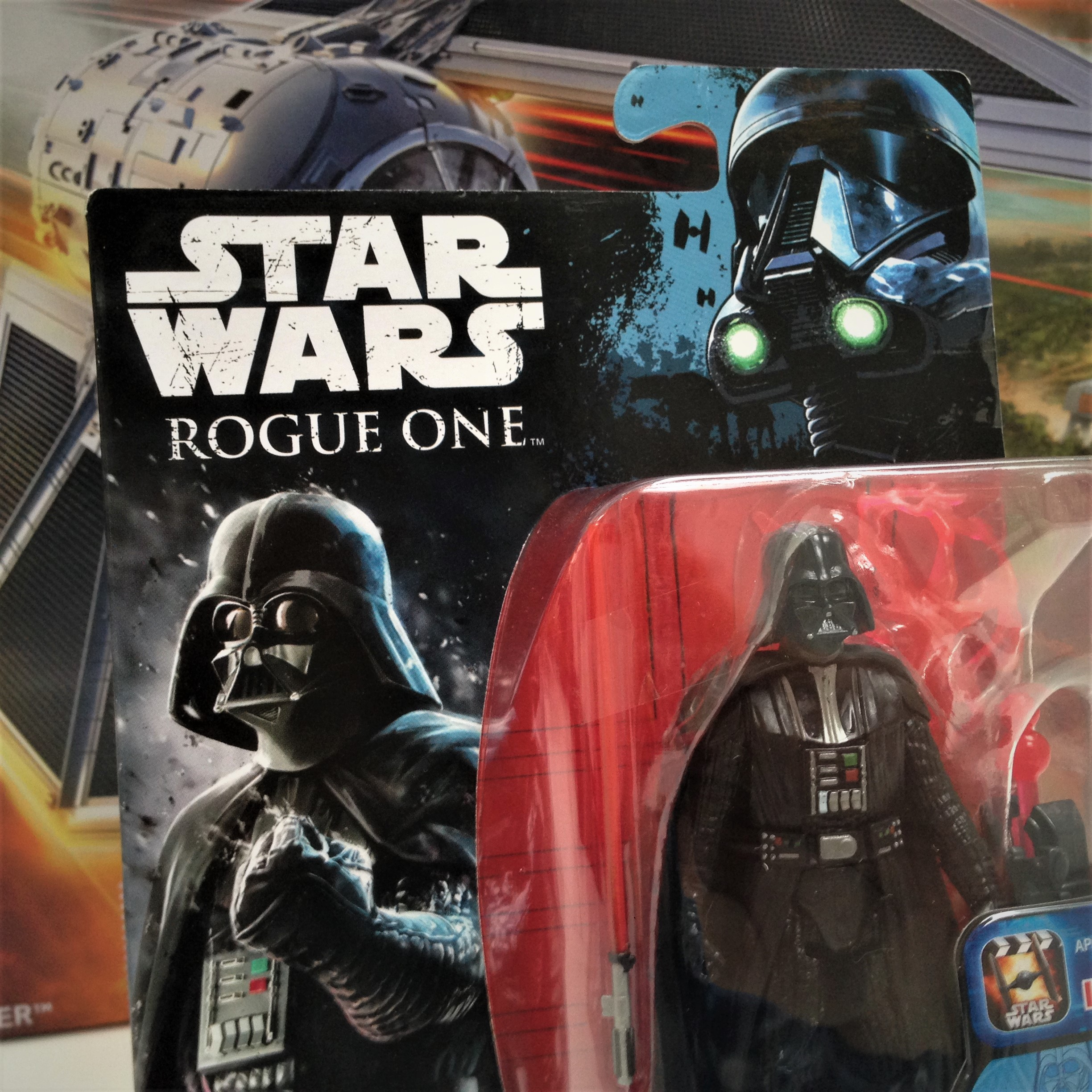 hasbro-fiktion-kultur-star-wars-rogue-one-a-star-wars-story-tie-striker-darth-vader-6