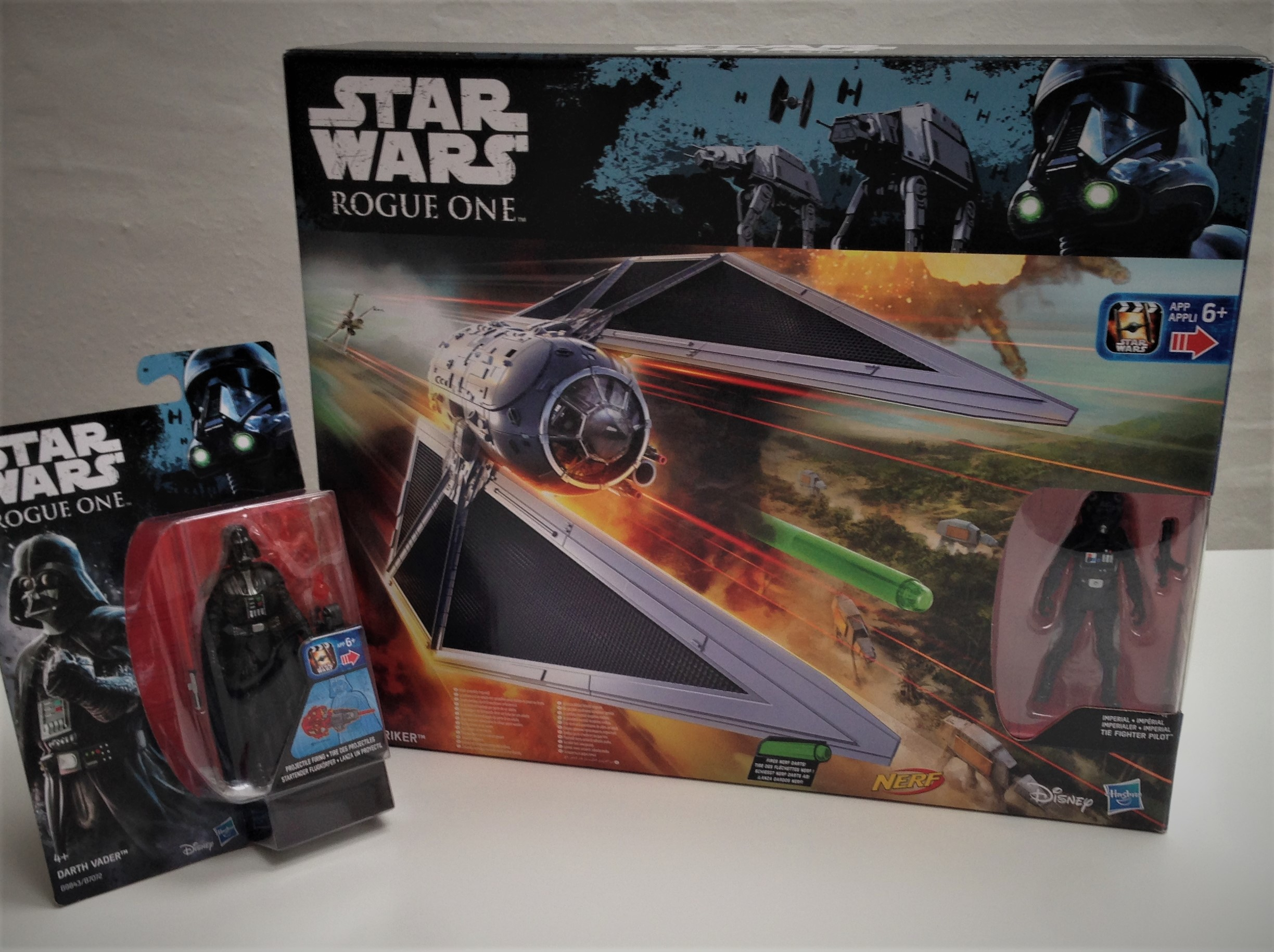 hasbro-fiktion-kultur-star-wars-rogue-one-a-star-wars-story-tie-striker-darth-vader-9