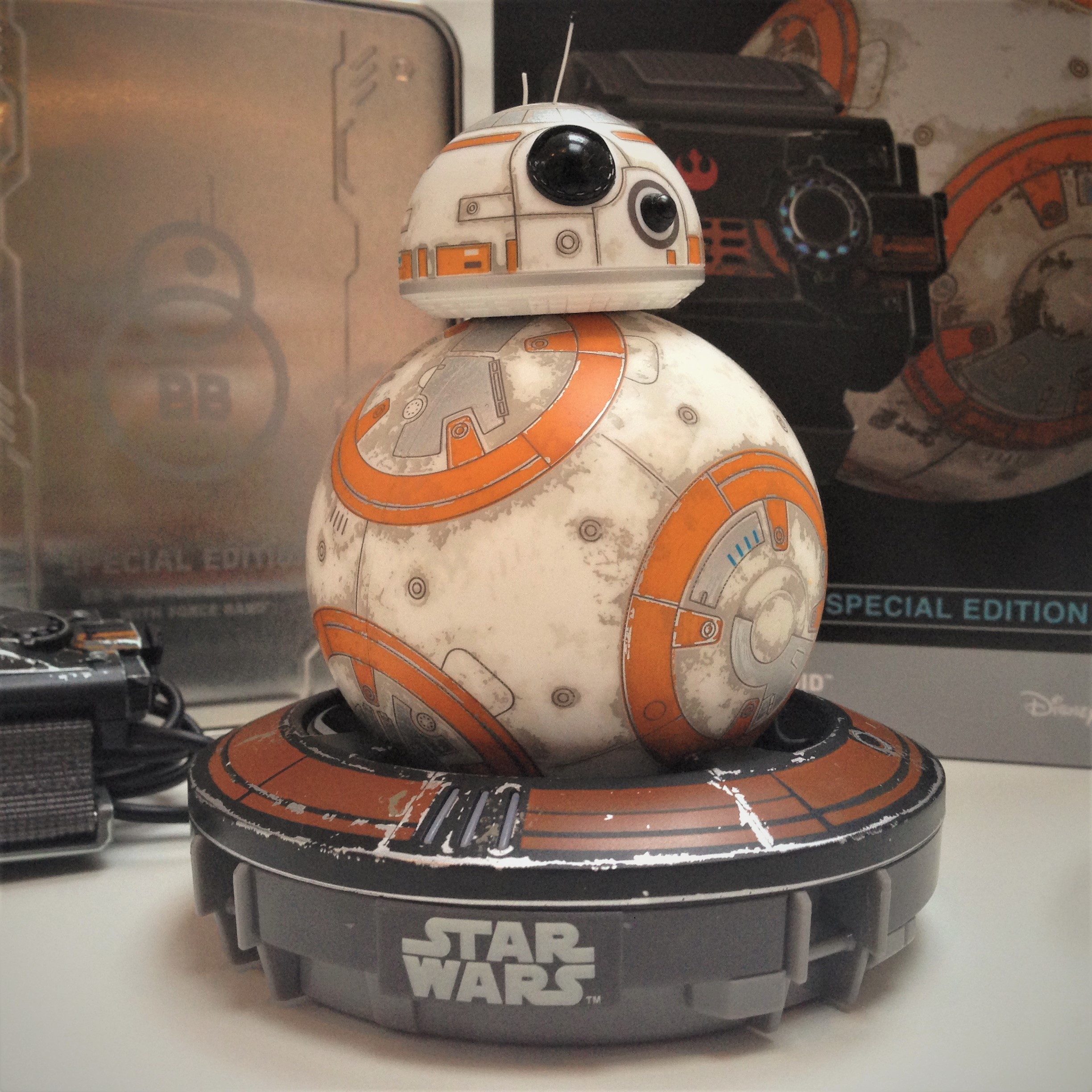 bb-8-star-wars-sphero-battle-worn-bb-8-disney-coolstuff-fiktion-kultur-1